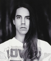 Antony Kiedis posing